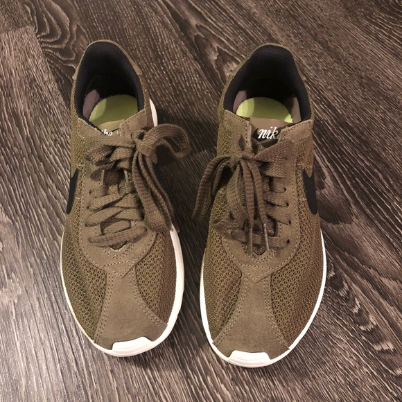 Nike Shoes - Nike BRS women's olive green